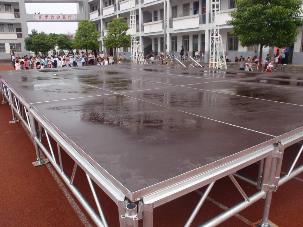 Mobile Portable Event Round  Stage For Lighting Truss Stage With  adjustable height legs